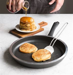 American Kitchen Cookware 12 inch Cast Aluminum Round Griddle Made in USA