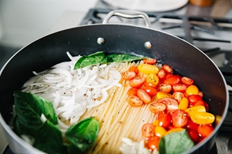 One Pot Pasta with Basil and Tomatoes